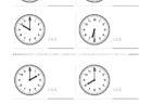 ここでは、小学1年生の算数単元「おおきさくらべ・とけい6」の問題を紹介しています。苦手な子が多い、時刻の読み方を求めていきます。針の位置による数値の読み方と時間の基礎を反復学習していきます。