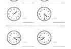ここでは、小学1年生の算数単元「おおきさくらべ・とけい11」の問題を紹介しています。苦手な子が多い、時刻の読み方を求めていきます。針の位置による数値の読み方と時間の基礎を反復学習していきます。