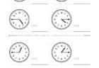 ここでは、小学1年生の算数単元「おおきさくらべ・とけい15」の問題を紹介しています。苦手な子が多い、時刻の読み方を求めていきます。針の位置による数値の読み方と時間の基礎を反復学習していきます。
