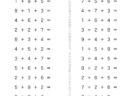 ここでは、小学1年生の算数単元「3つのかず・くりあがりのあるたしざん2」の問題を紹介しています。3つの数を使った計算で、数の多さに惑わされずに順序立てて行う計算学習です。数のまとまりを意識して学習していきます。
